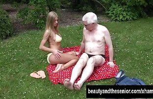 Schöne teen shedoll Streifen rosa Dessous und gratis reife frauen streichelt Schwanz