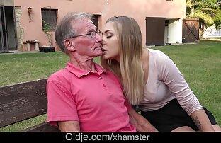 Plump Reife Frau schluckt zwei reife sexi frauen Schwänze auf einmal