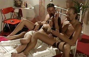 Redhead Milf befriedigt nasse pussy Griff und ficken sex-Spielzeug in xxxreife Strümpfen